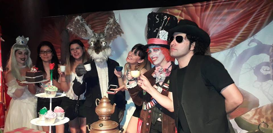 Bizarren mad tea party 6