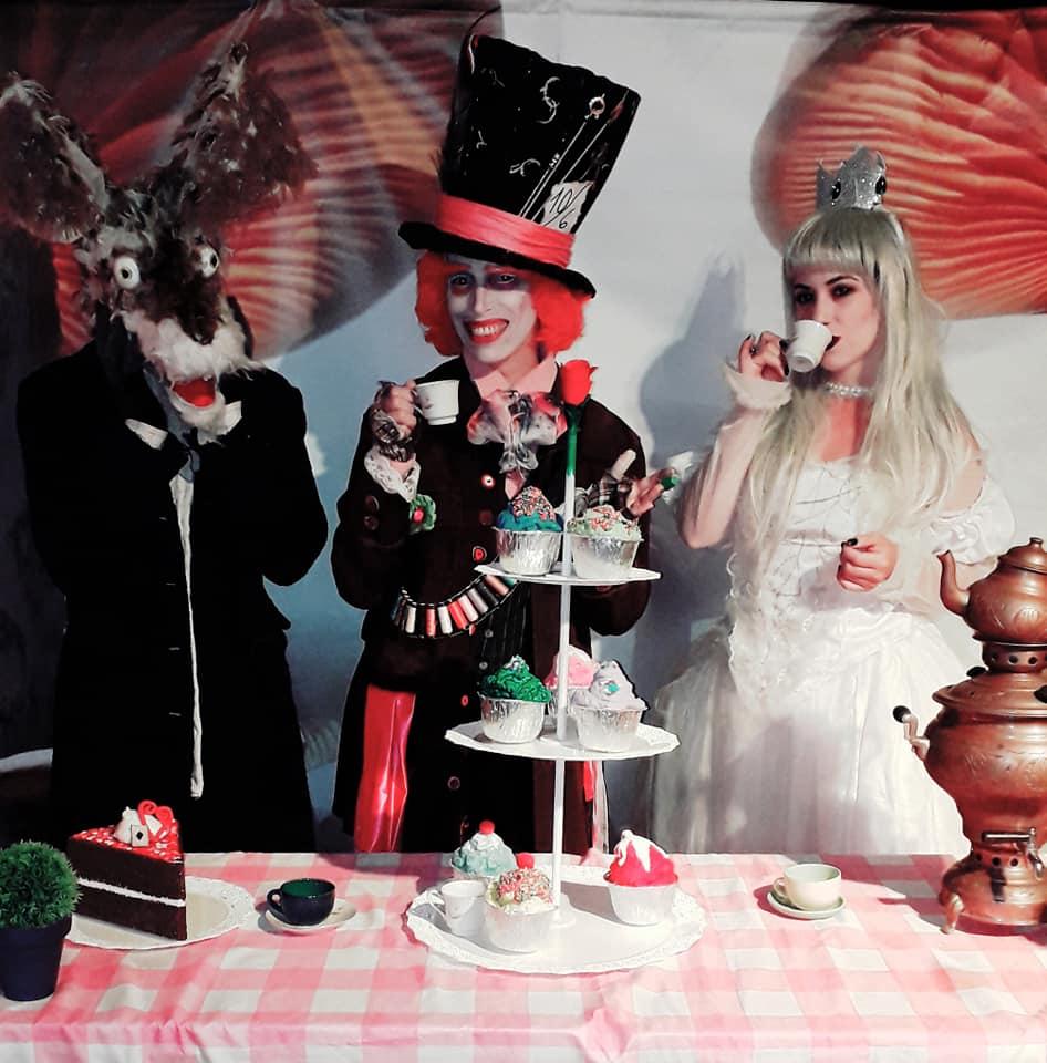Bizarren mad tea party 8